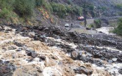 تصاویری از خسارات سیلابها در مسیر شاهراه کابل-بامیان در مربوطات ولسوالیهای شینواری و سیاه گرد ولایت پروان