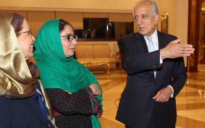 خلیلزاد: حکومت و طالبان خواهان مذاکرۀ بدون میانجی هستند