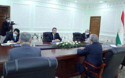 عبدالله در دوشنبه: نقش تاجیکستان در آوردن صلح به افغانستان مهم است